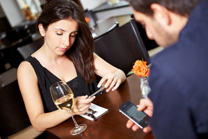 Fotolia_34725698_XS-mobile-at-dinner.jpg